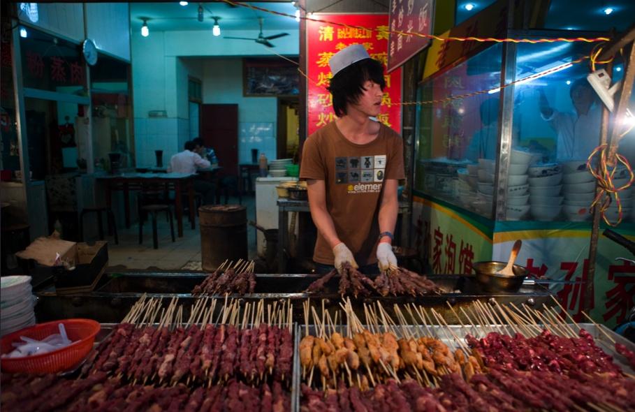 Barrio mulsumano, mercado de comida / Muslim Quarter food market. Xi'an