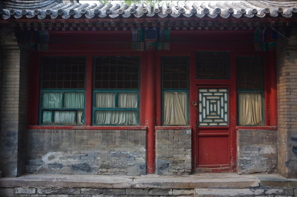 Entrada a una casa con arquitectura tradicional / Entrance to house with traditional architecture. Beijing / Pekín