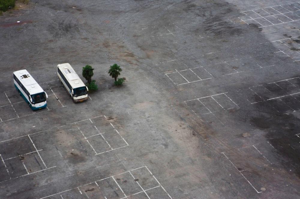 Estacionamiento para albergar autobuses turísticos / Parking lot to lodge touristic buses. Shanghai
