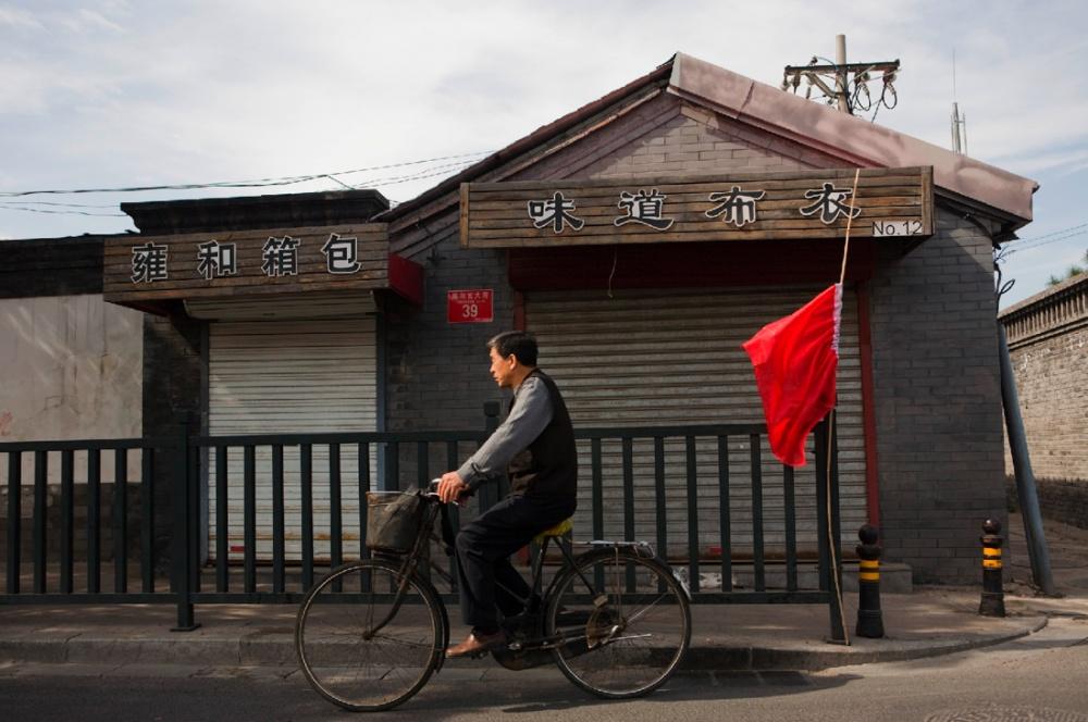 Un ciclista, entre los aproximadamente tres millones que usan este medio de transporte en la ciudad de Beijing/ A biker amongst the approximately 3 million cyclists who use this form of transport in the city of Beijing. Beijing / Pekín