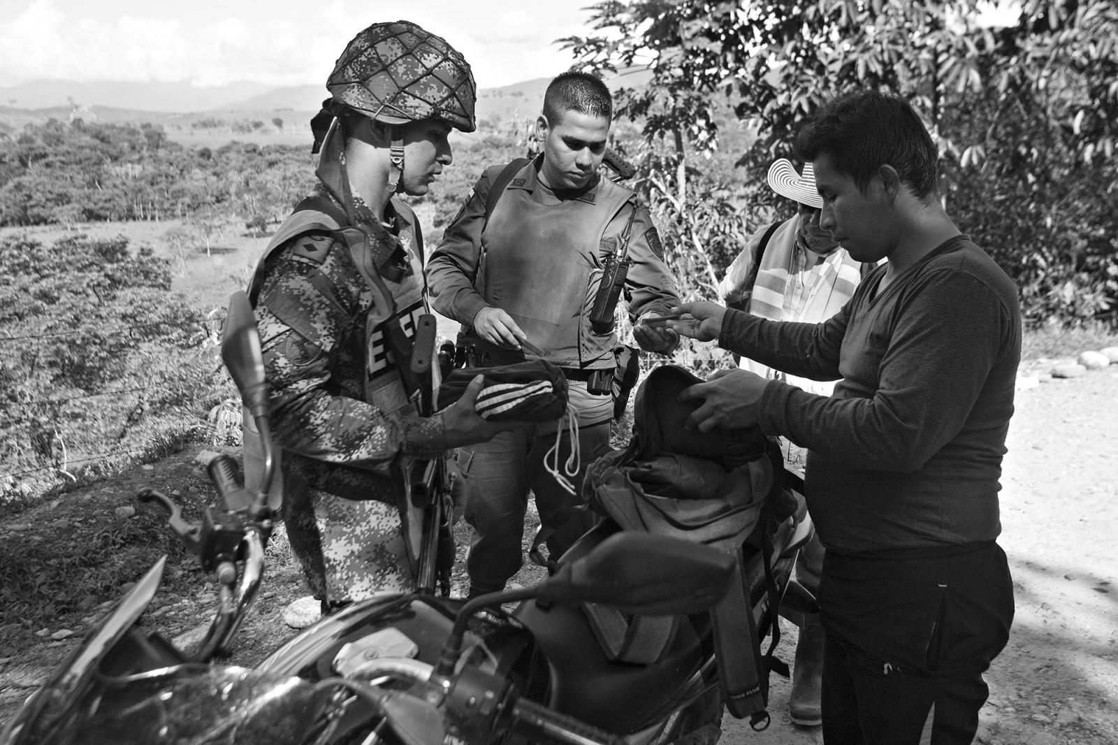 Photography image - Loading 50_a__os_de_las_FARC_07.JPG