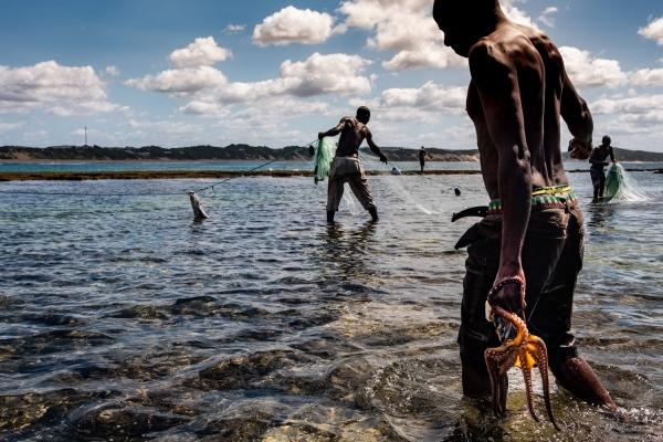 ZÁVORA, MOZAMBIQUE - Photography project by Jason Houston