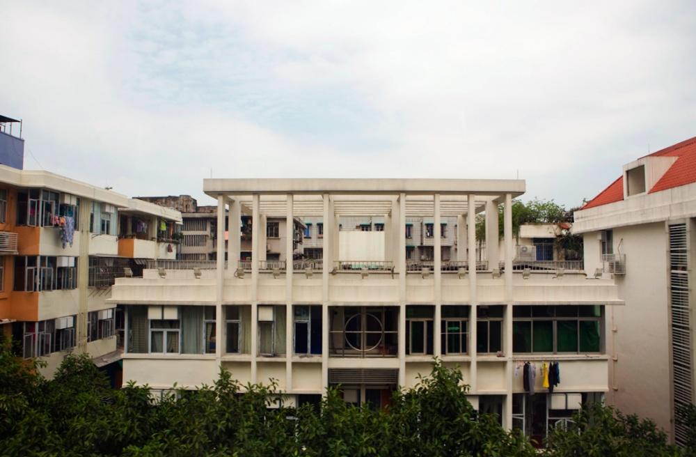 Vista dede el cuarto nivel de la autopista en la que se puede admirar construcciones antiguas, como esta de la época de los 40s / View from the fourth level of the highway in which one can admire the constructions from the 40s. Guangzhou