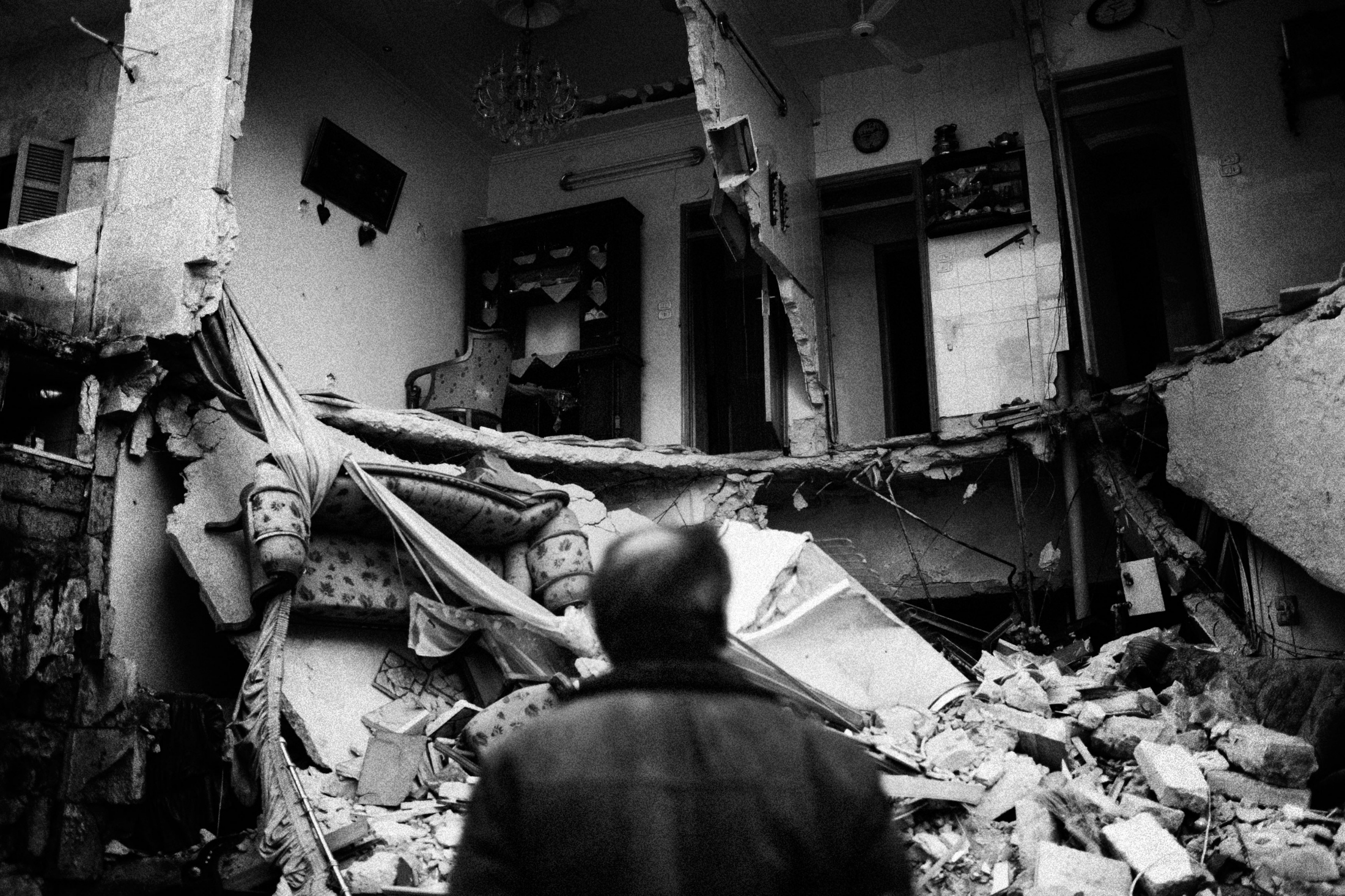 """A man watching his destroyed house in Izaah neighborhood of Aleppo, Syria, Wednesday, Jan. 2, 2013. The United Nations estimated that more than 400,000 people have been killed in Syria's 60-month-old uprising against authoritarian rule, a toll one-third higher than what anti-regime activists had counted. The U.N. human rights chief called the toll """"truly shocking."""" Copyright: Spanish Photojournalist Andoni Lubaki"""