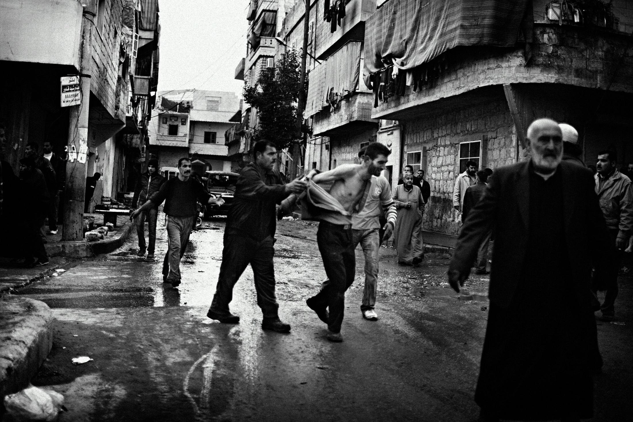 """A man shouting in the street after his house was targeted by a misile launched from a helicopter and lose his wife and 3 childrens in the Al-Amriyah neighborhood of Aleppo, Syria, Wednesday, Jan. 3, 2013. The United Nations estimated that more than 400,000 people have been killed in Syria's 60-month-old uprising against authoritarian rule, a toll one-third higher than what anti-regime activists had counted. The U.N. human rights chief called the toll """"truly shocking."""" Copyright: Spanish Photojournalist Andoni Lubaki"""