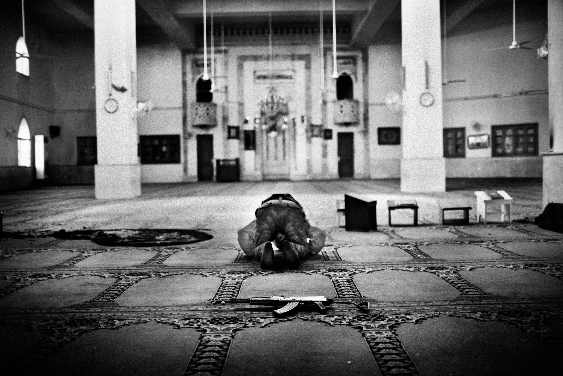"""A Syrian islamist rebel prays in a destroyed mosquee of the Al-Amriyah neighborhood of Aleppo, Syria, Wednesday, Jan. 15, 2013. The United Nations estimated that more than 400,000 people have been killed in Syria's 60-month-old uprising against authoritarian rule, a toll one-third higher than what anti-regime activists had counted. The U.N. human rights chief called the toll """"truly shocking."""" Copyright: Spanish Photojournalist Andoni Lubaki"""