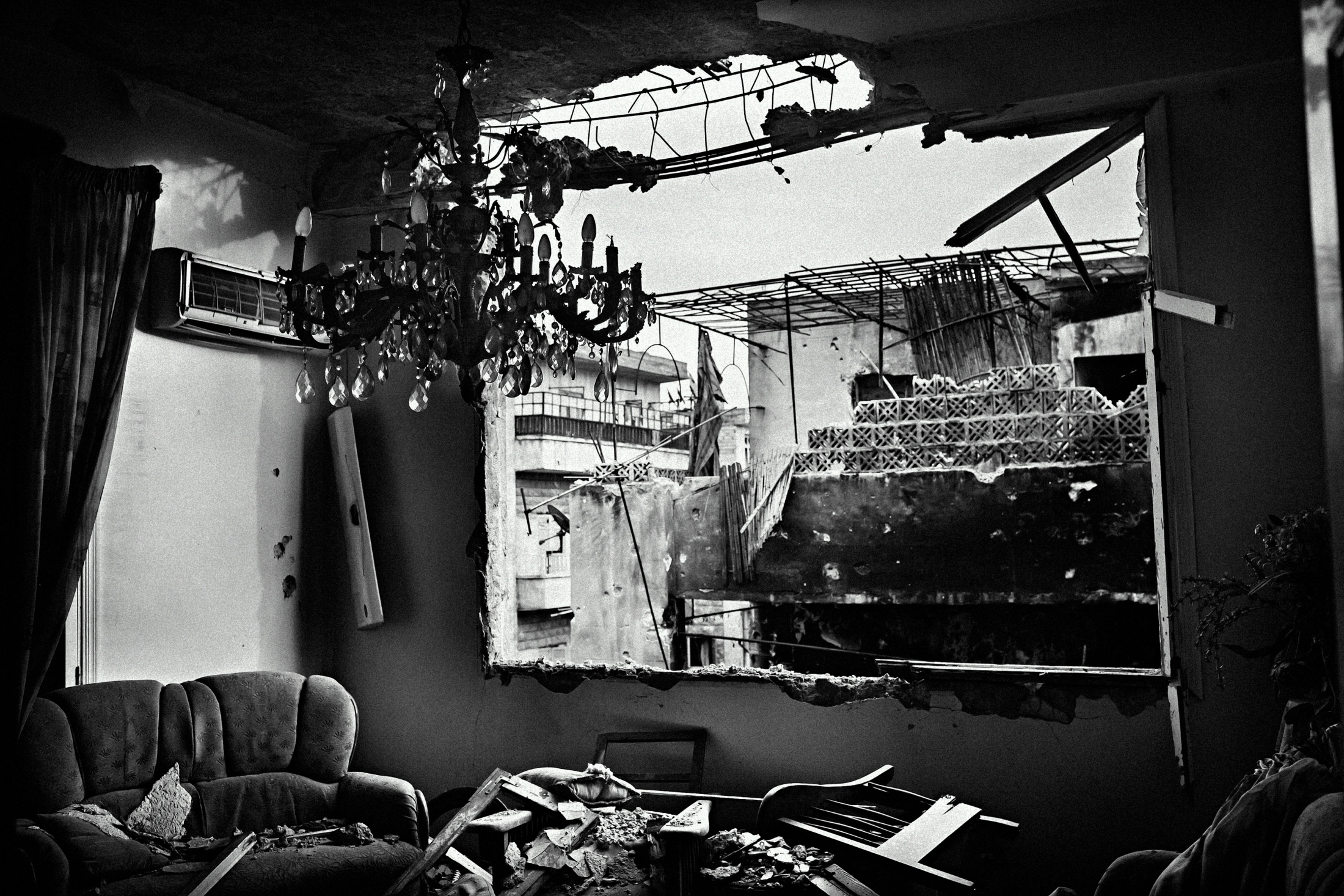 """A destroyed house in the Izaah neighborhood of Aleppo, Syria, Wednesday, Jan. 18, 2013. The United Nations estimated that more than 400,000 people have been killed in Syria's 60-month-old uprising against authoritarian rule, a toll one-third higher than what anti-regime activists had counted. The U.N. human rights chief called the toll """"truly shocking."""" Copyright: Spanish Photojournalist Andoni Lubaki"""