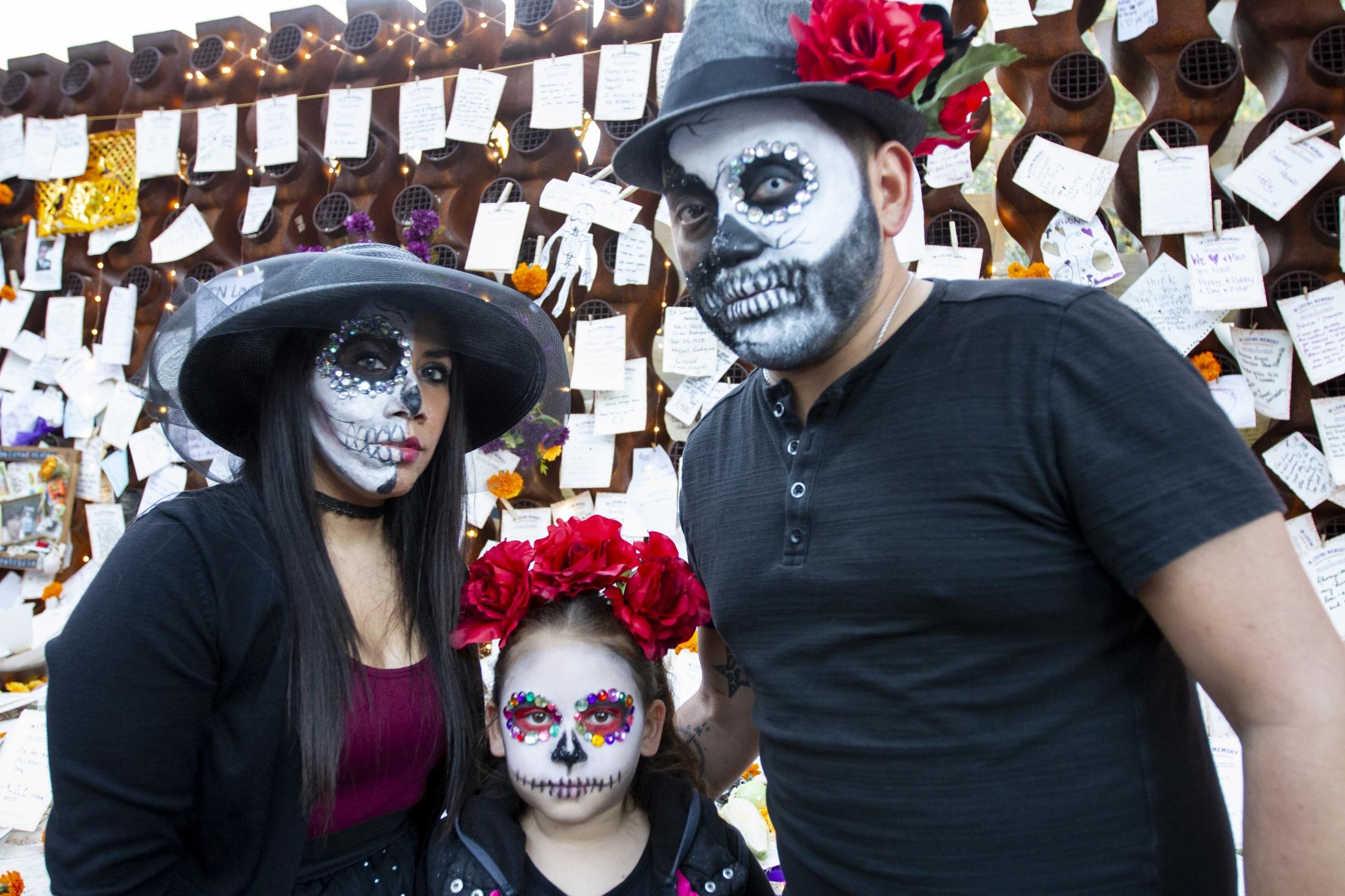 Art and Documentary Photography - Loading 110218_Dia_de_los_Muertos_SA_09.jpg