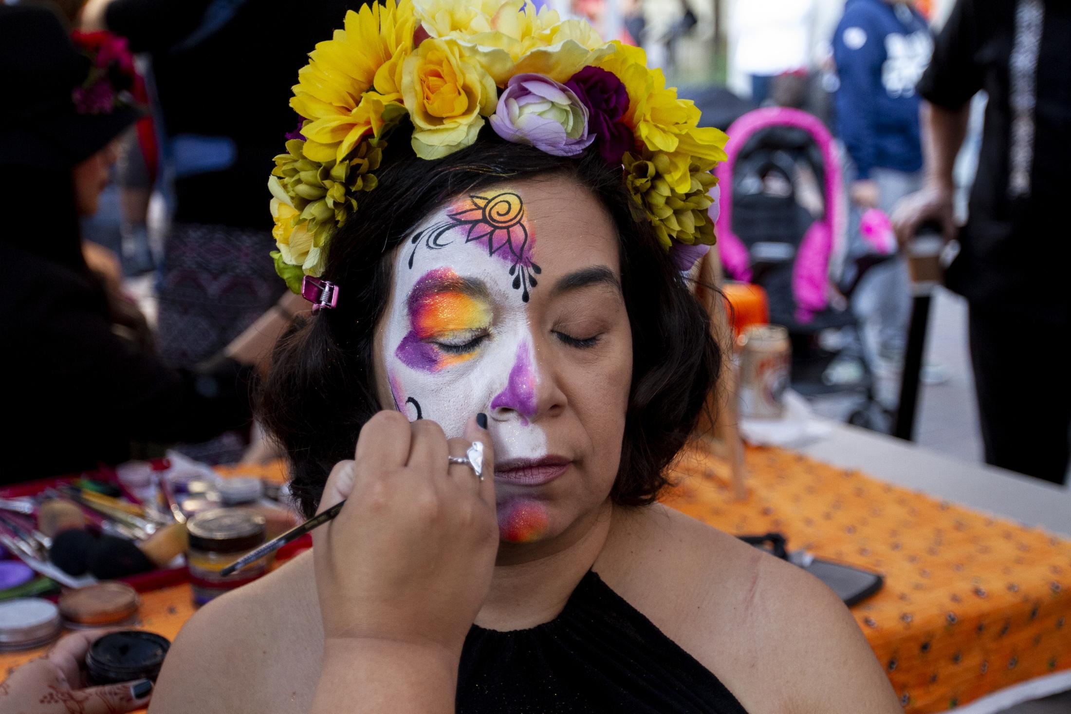 Art and Documentary Photography - Loading 110218_Dia_de_los_Muertos_SA_24.jpg