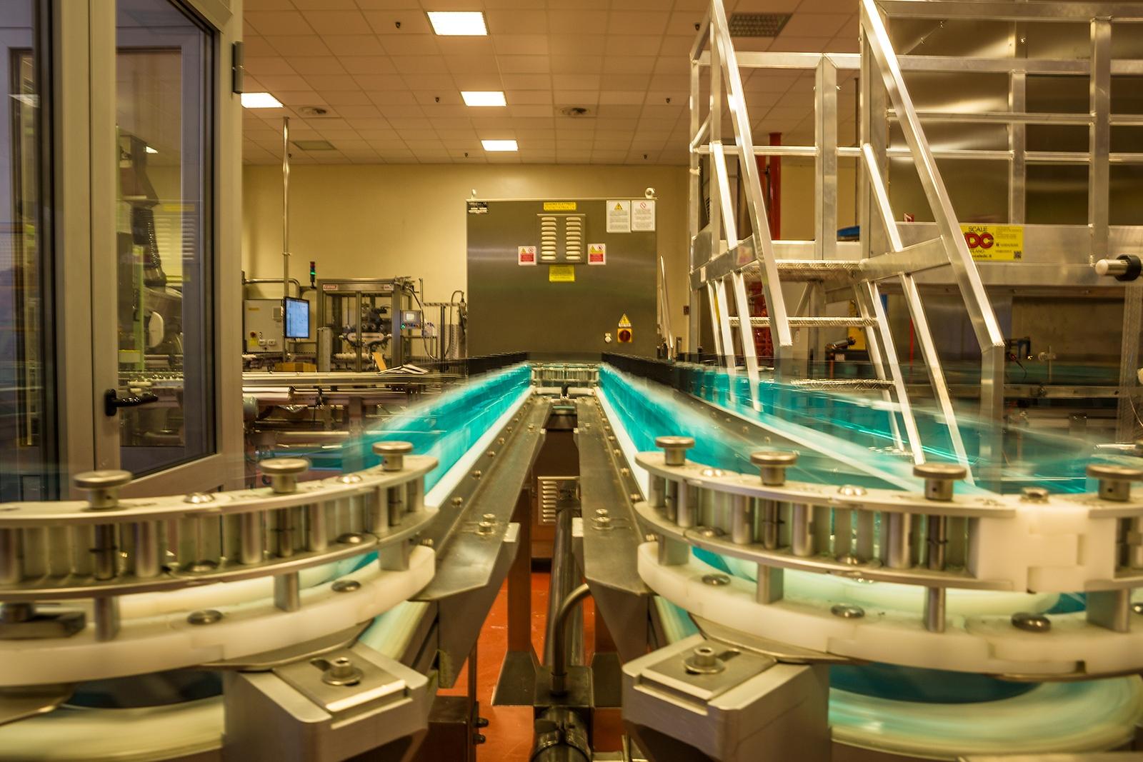 Johnson & Johnson plant production of mouthwash bottles on a conveyor belt