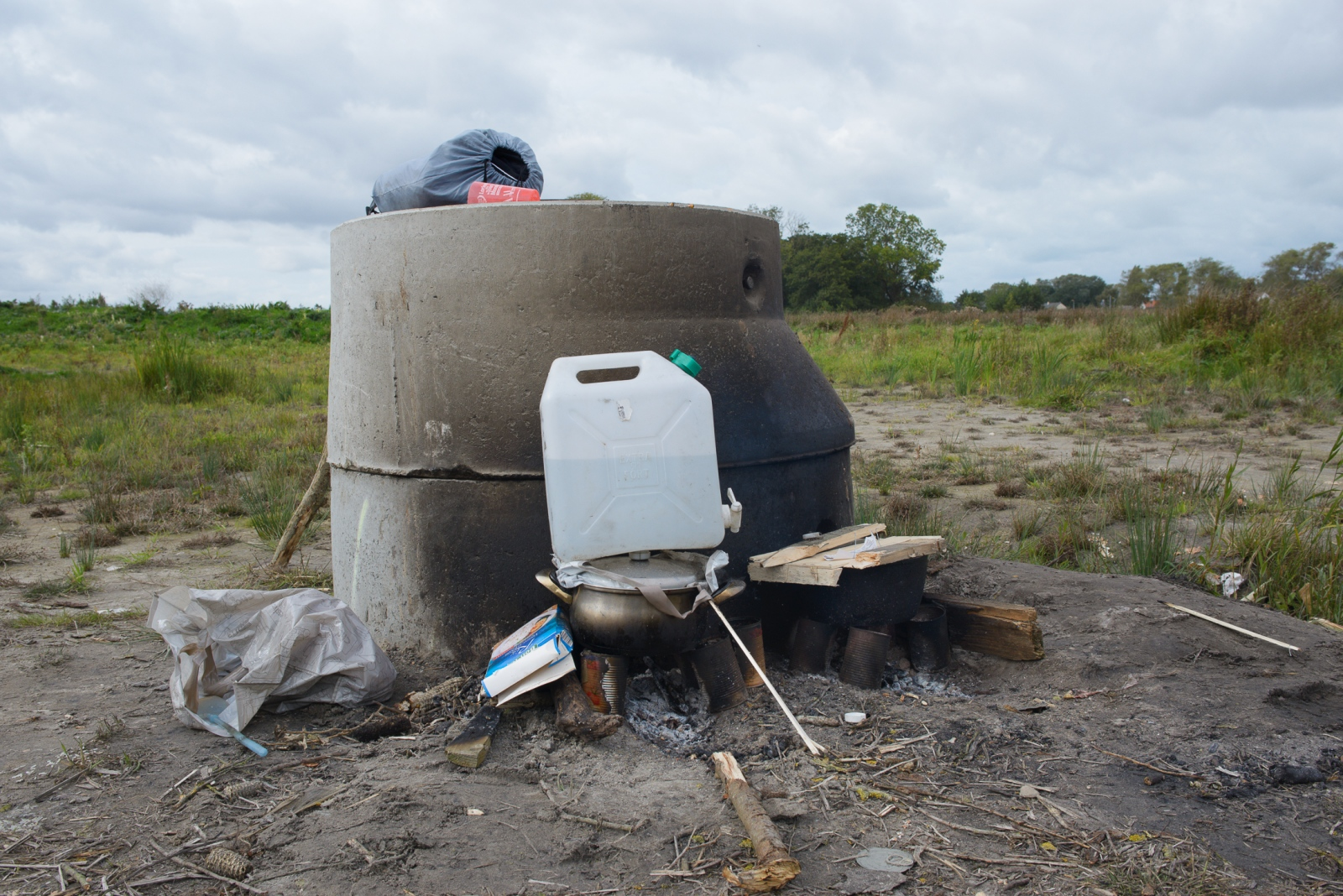 October 4, 2017 - Calais, France. The pot (pictured) contains rice being cooked by Afghan refugees. Cooking has become more complicated for migrants due to the lack of access to water and the continuous tear gassing and destruction of personal belongings by the French National Police (CRS).