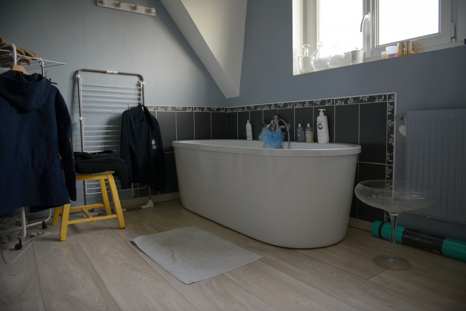 November 1, 2017 - Calais, France. The owner of this bathroom has been hosting refugees for 6 years. Like many other homeowners providing showers, she pays the water bill out of her own pocket.