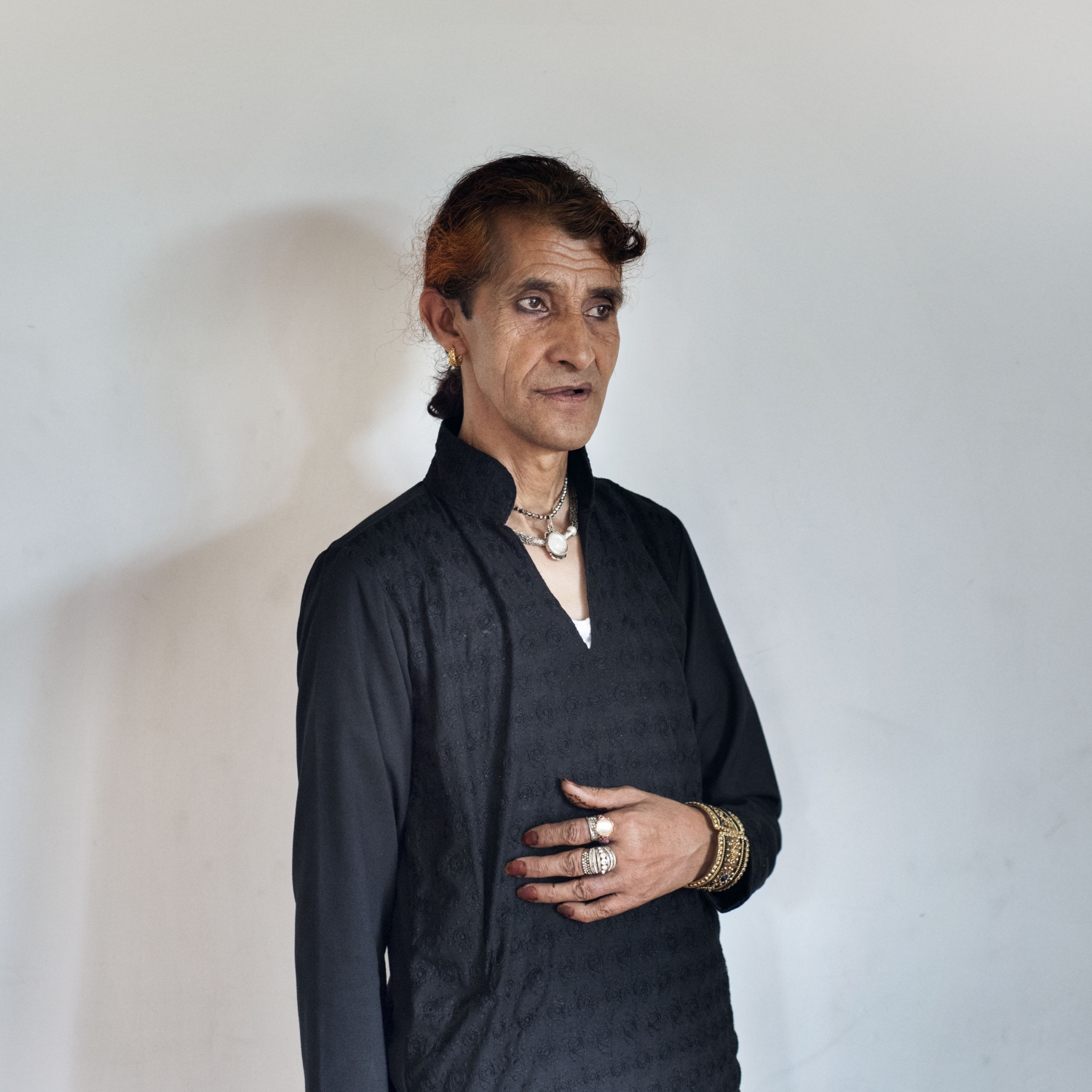 Muskaan, 45 years old, from Srinagar. Despite facing daily harassment and discrimination, Muskaan love to wear girl dress and make up. She is working as community worker in NGO. By the age of 6 she became aware about her gender identity, and nowadays lives on rent with other community member.