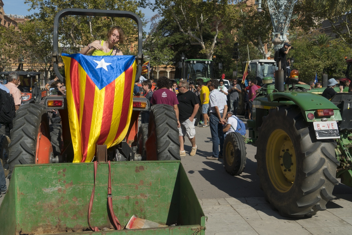 A gathering of tractors in Barcelona for independence, October 2017.