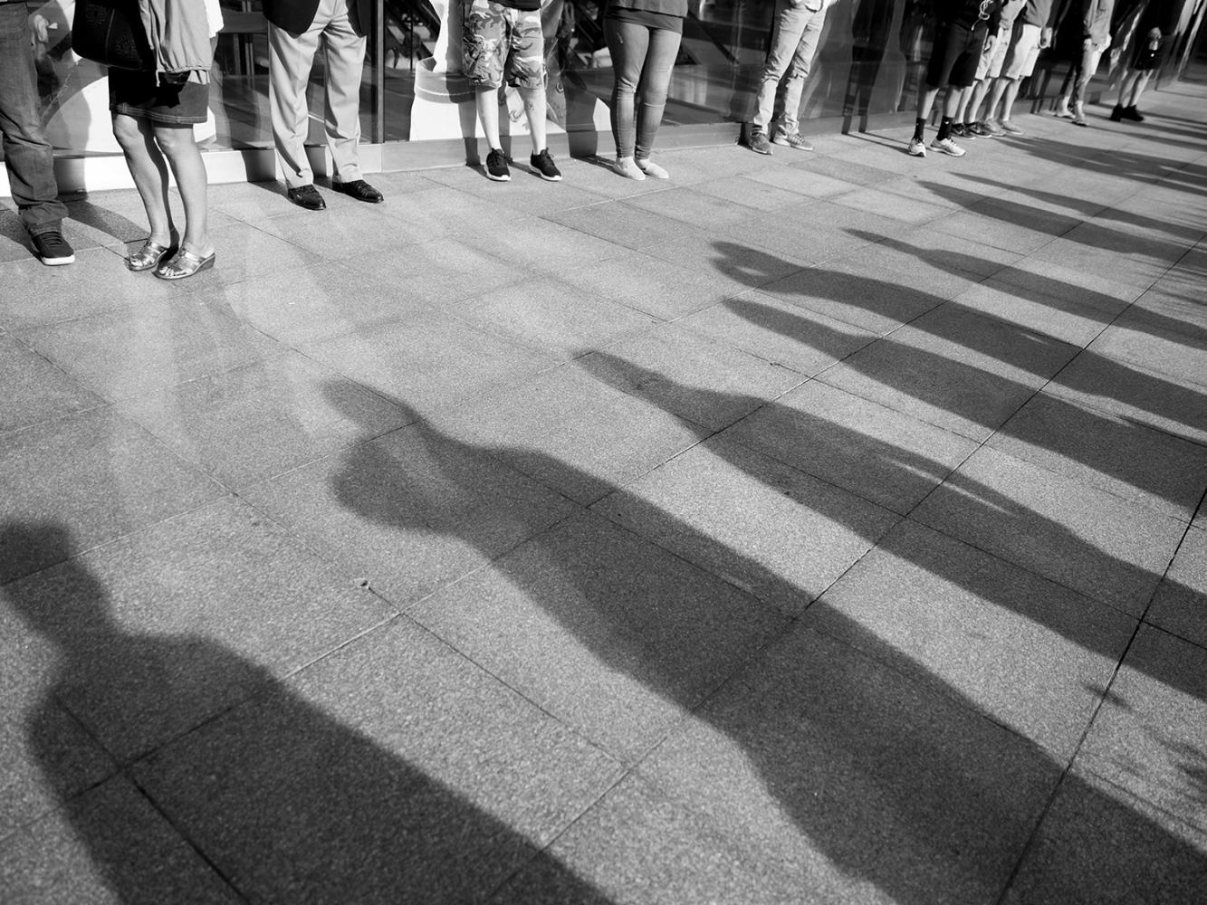 People standing on the sidewalk, New York, 2017.