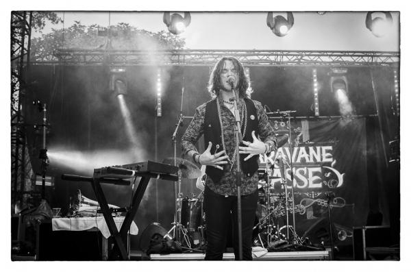 LA CARAVANE PASSE (2017)