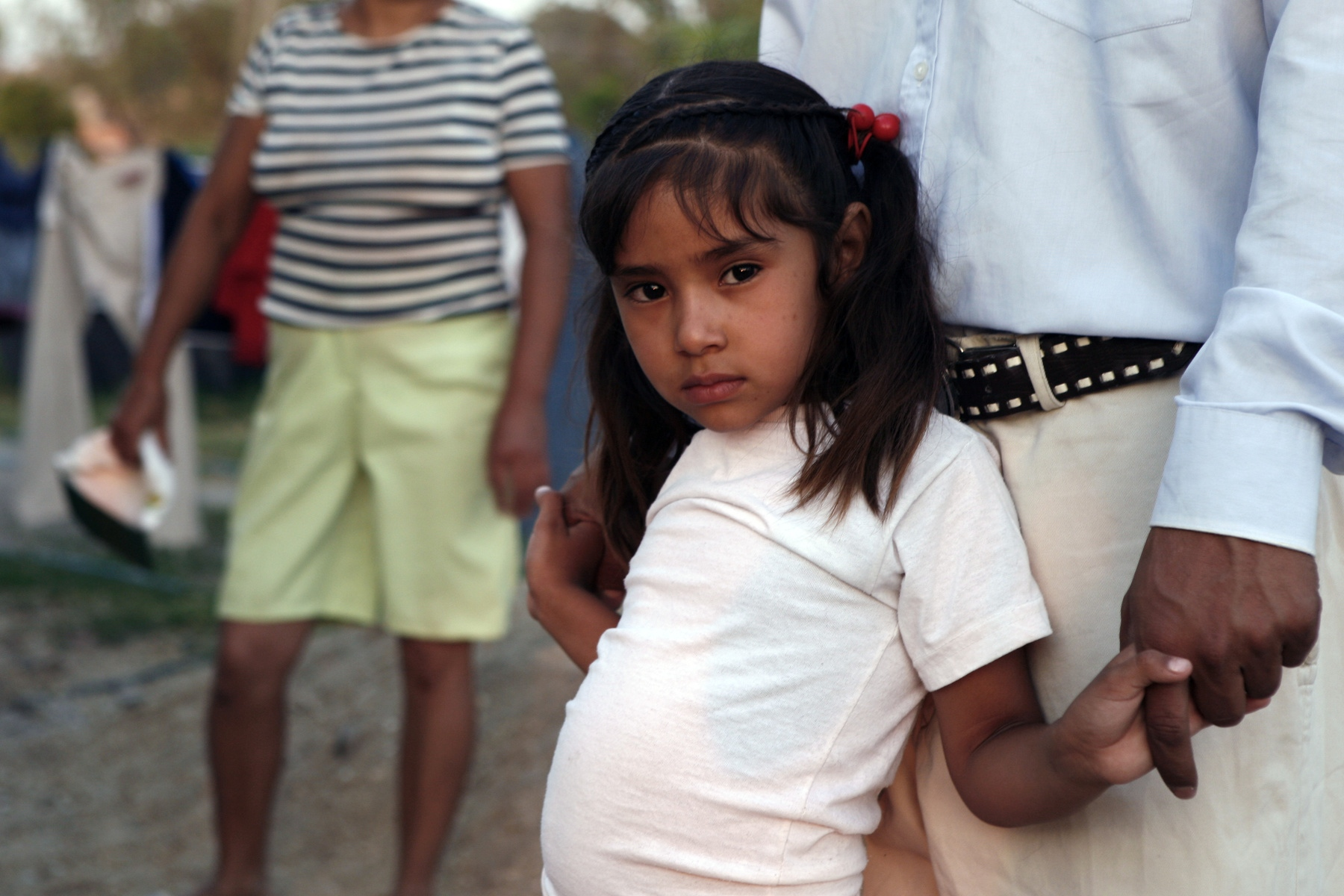 The daughter of a local family has contracted tuberculosis. Although the exceptionally high disease rate in these communities is well-known, doctors at the local state-run health clinic deny any correlation between the neighborhood's water quality and its elevated disease rate. More expensive local private practitioners, out of reach for most local residents, acknowledge the contaminated water's health risks.