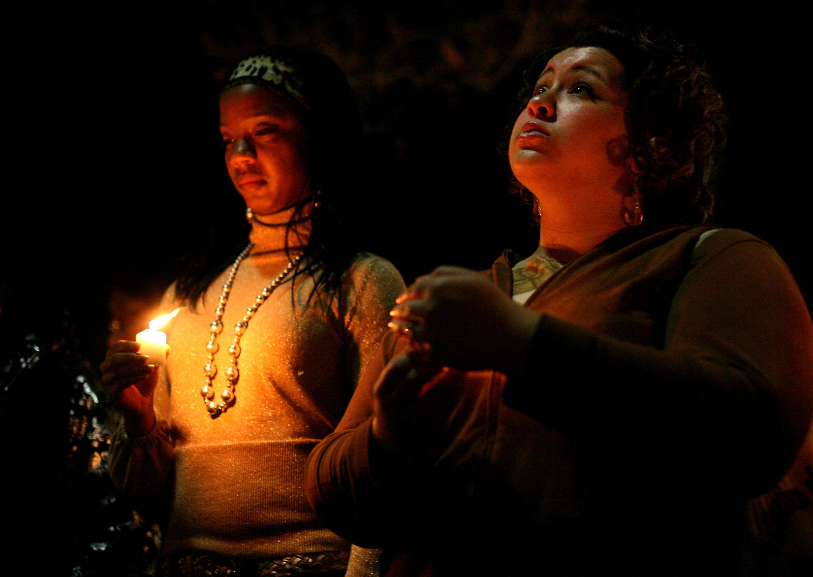 Two Western Kentucky University students mourn at a candlelight vigil the night after the Virginia Tech massacre.