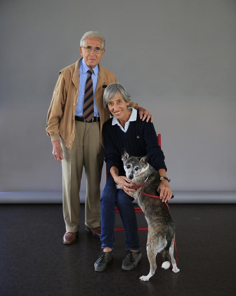 il prof. emerito di pediatria, Pierantonio Macchia, con la dott.ssa Mariotti (cardiologa), e il loro cane; alle Officine Garibaldi di Pisa.