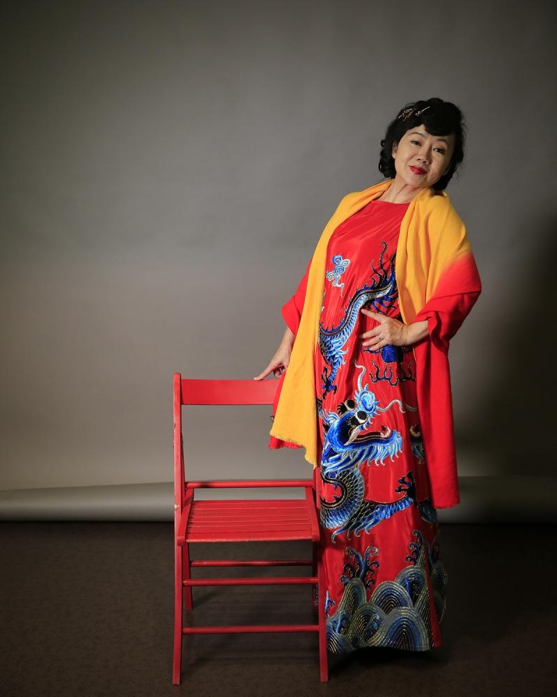 una signora Giapponese, in abito tradizionale, alle Officine Garibaldi di Pisa.