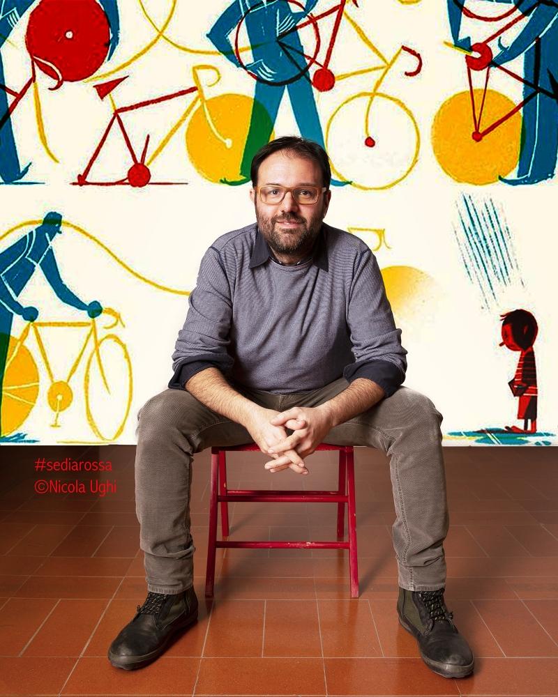 """l'illustratore Riccardo Guasco, ritratto al Museo della Grafica di Pisa, in occasione della presentazione del libro """"La Bicicletta Gialla"""" di Riccardo Guasco e Matteo Pelliti."""