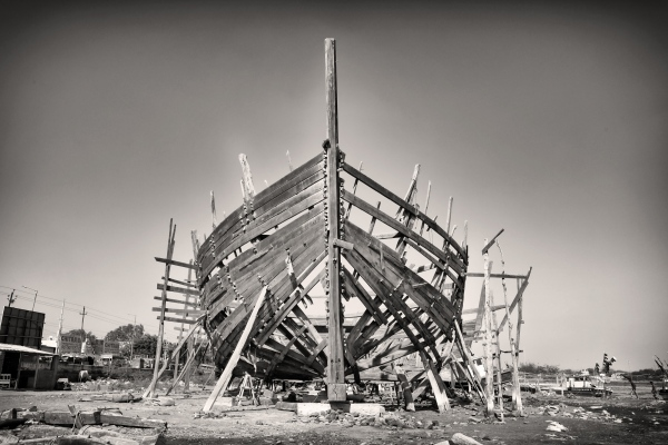 the last dhows : Ship builder of the sea of Oman