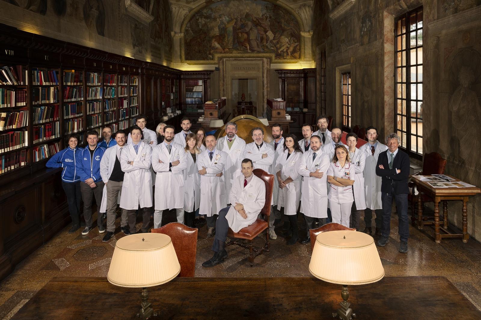 Il gruppo della clinica ortopedica I dell'Istituto Rizzoli di Bologna - direttore Prof. Cesare Faldini