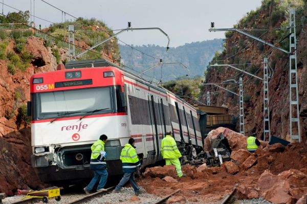 A train from Renfe company that was traveling in the direction of Manresa, was injured due to a detachment of rocks that fell on the road when passing by Vacarisses. The following day, employees of Adif are working to restore the service. Photo Gemma Miralda. 17/03/2011 Vacarisses, Spain.