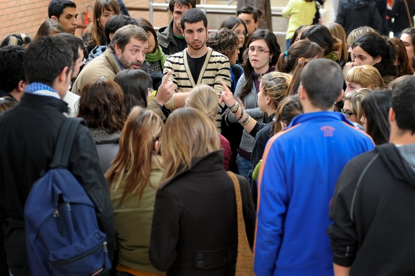 The 3rd year students of the UAB communication faculty discuss with a teacher at the time they arrive. There is an exam scheduled at this time but students ask to cancel it. Faculty students are on strike because of the disagreement with the Bologna Process. Cerdanyola del Vallès, Spain. Photo Gemma Miralda 10/12/2008