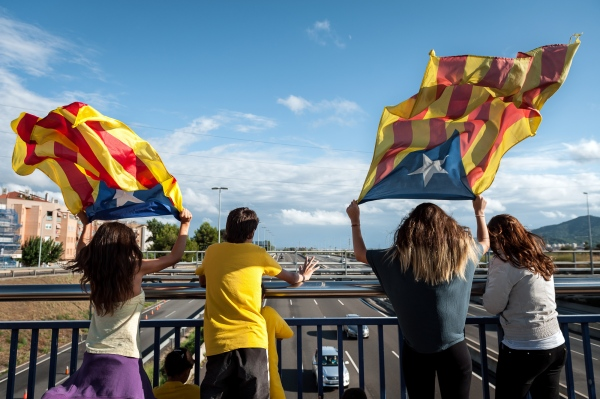 Catalan pro-independence supporters waving the flag to the drivers in the motorway during the national Catalan day called La Diada. Sant Feliu de Llobregat, Spain. Photo Gemma Miralda 11/09/2013
