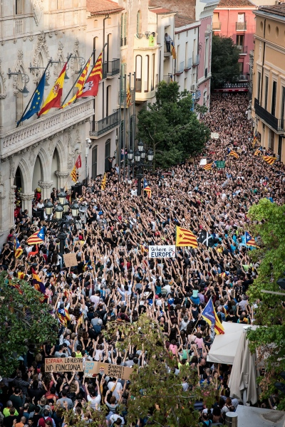 Thousands of people claim freedom and justice for Catalonia, two days after the Referendum took place. Due to the police attacks to civilian people who went to vote, many people declared a general strike day. Terrassa, Spain. Photo Gemma Miralda  03/10/2017
