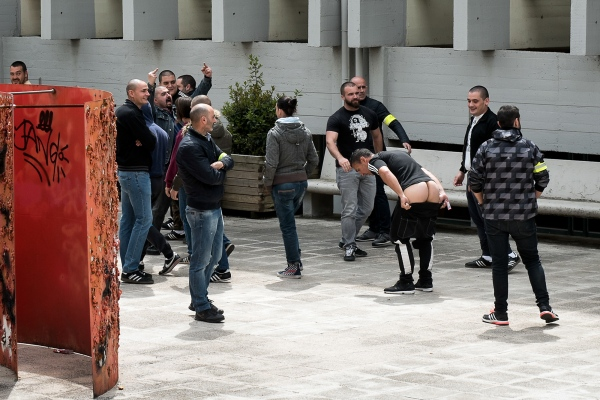 A group of neo-Nazis are eliminated by plainclothes police officers, on the UAB university campus, before confronting a group of students. The students have protested against the presence of Societat Civil Catalana, which has installed an information store in front of the Faculty of Economic and Business Sciences. Societat Civil Catalana is a platform against the secession of Catalonia from Spain in the right wing. Cerdanyola del Vallès, Spain. Photo by Gemma Miralda. 22/04/2016
