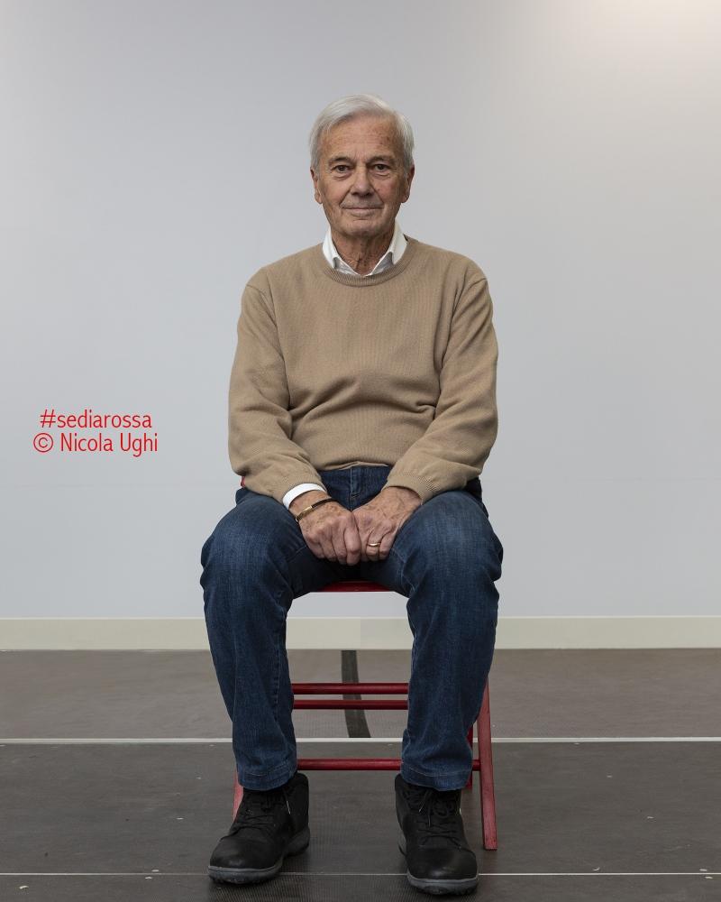 l'allenatore Gigi Simoni, alle Officine Garibaldi di Pisa