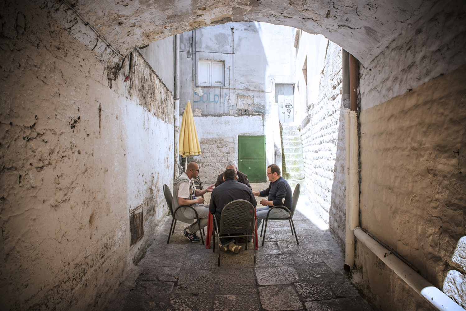 Inside the streets of Bari vecchia