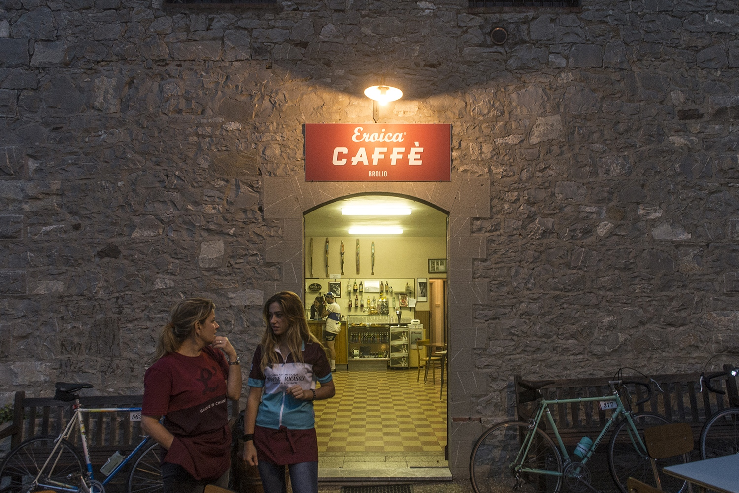 Eroica Cafè - serving cappuccinos and brioches early in the morning, before the october traditional tuscan vintage cycle race