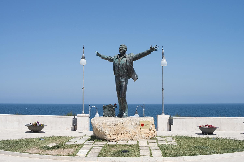 Polignano a Mare (Bari) - statue of Domenico Modugno