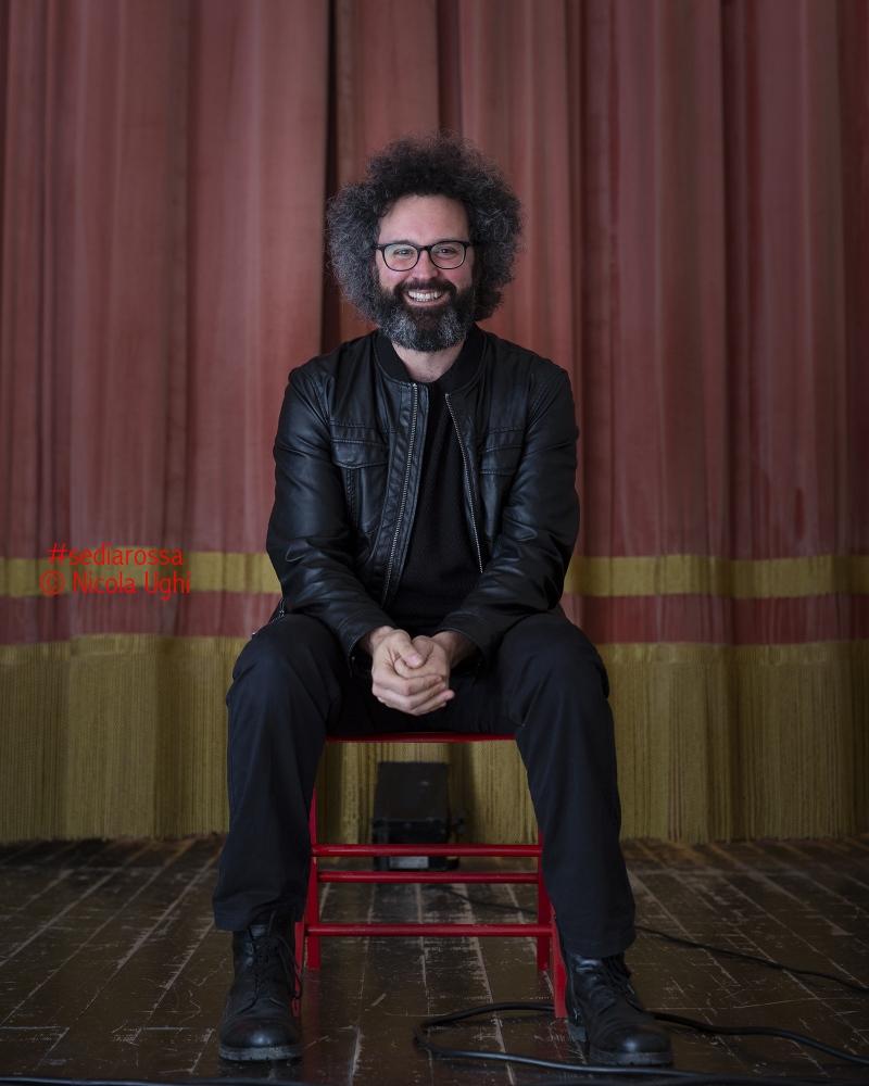 L'autore e cantautore Simone Cristicchi, dal Teatro Comunale di Roccastrada (GR)