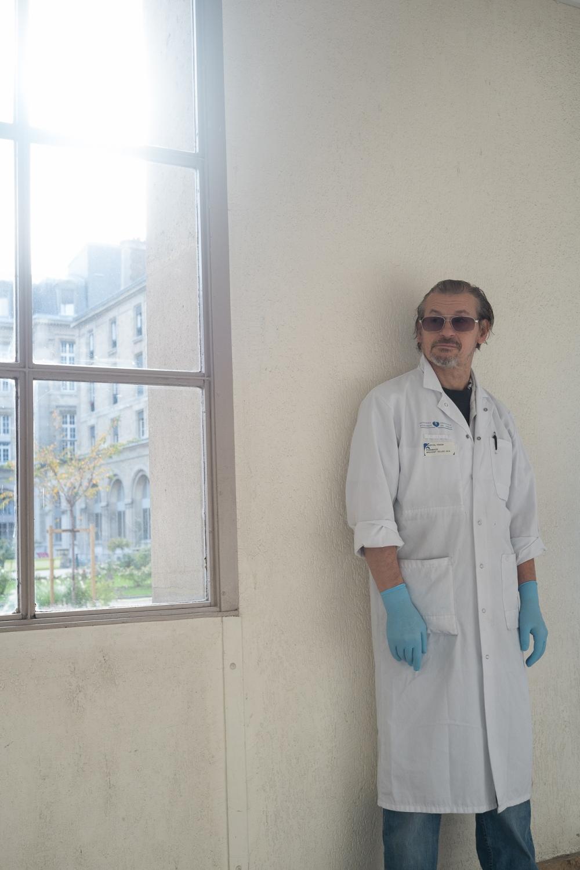 Gilles , préparateur en pharmacie à l'hôpital Tenon