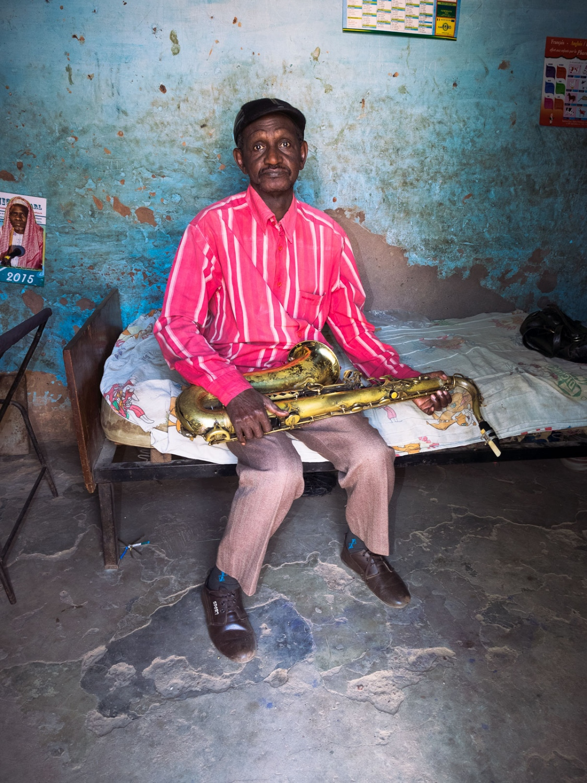 Mustapha Maïga chez lui , Membre fondateur du groupe le Volta Jazz, Bobo-Dioulasso