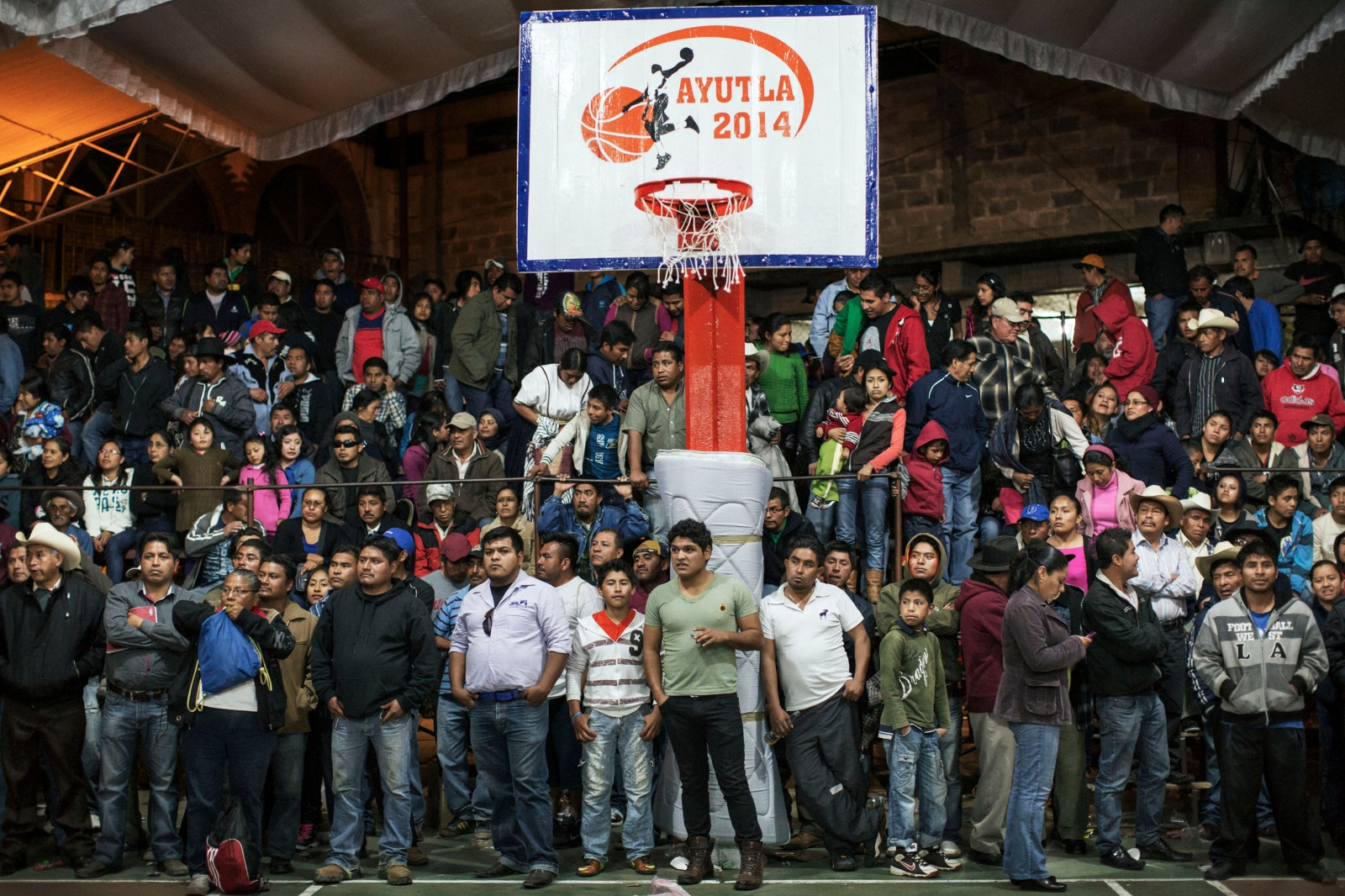 SAN PEDRO Y SAN PABLO AYUTLA, JANUARY 27, 2014.- Fans watch the pro basketball tournament held in Ayutla in 2014. The prize for first place was MX$50,000, around US$3500 at the time.