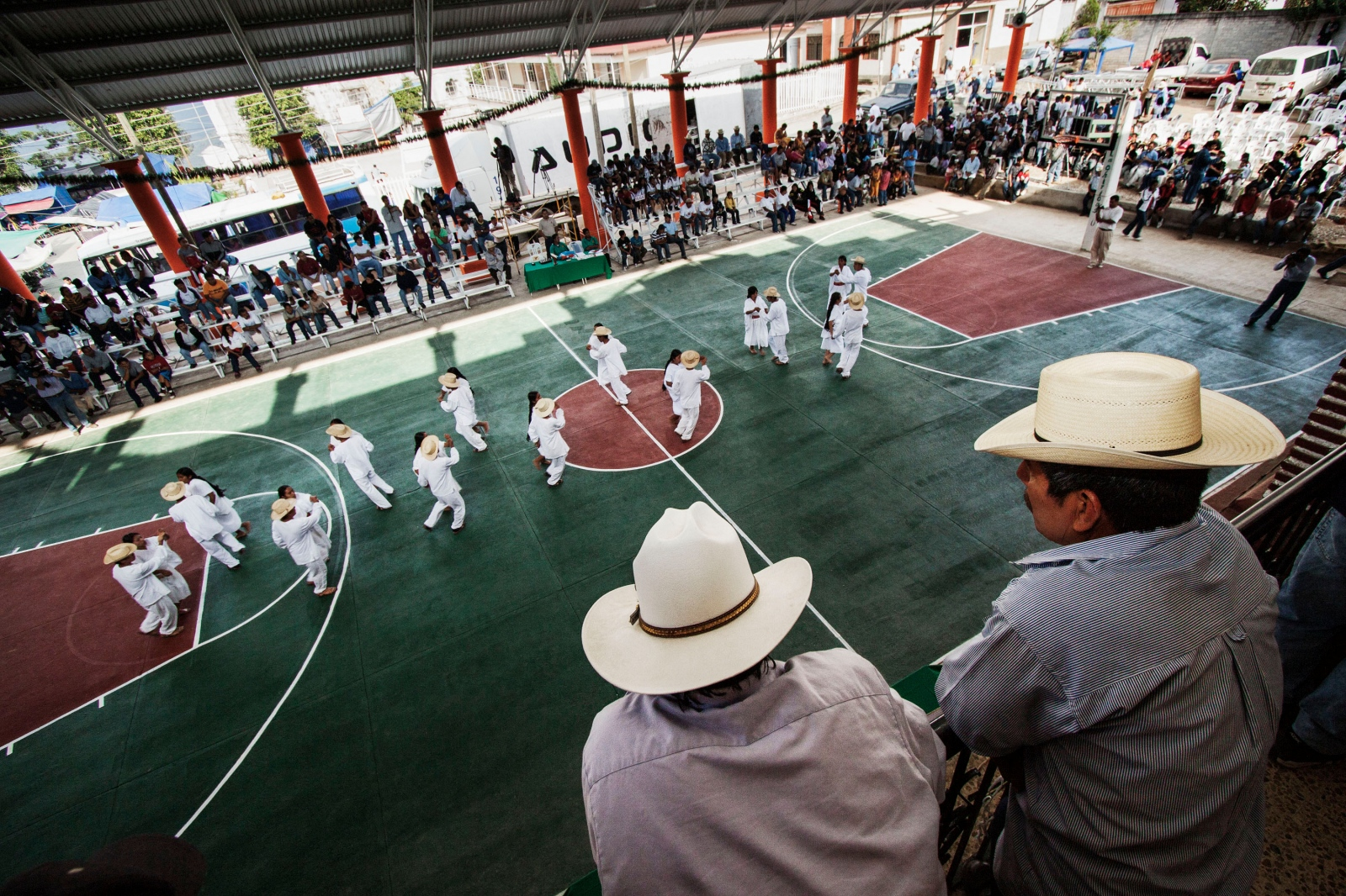 SAN CRISTÓBAL LACHIRIOAG, NOVEMBER 21, 2009. Young people from Lachirioag dance the sones y jarabes (folk dances) of the community during the inauguration of the tournament Copa Sierra Norte.