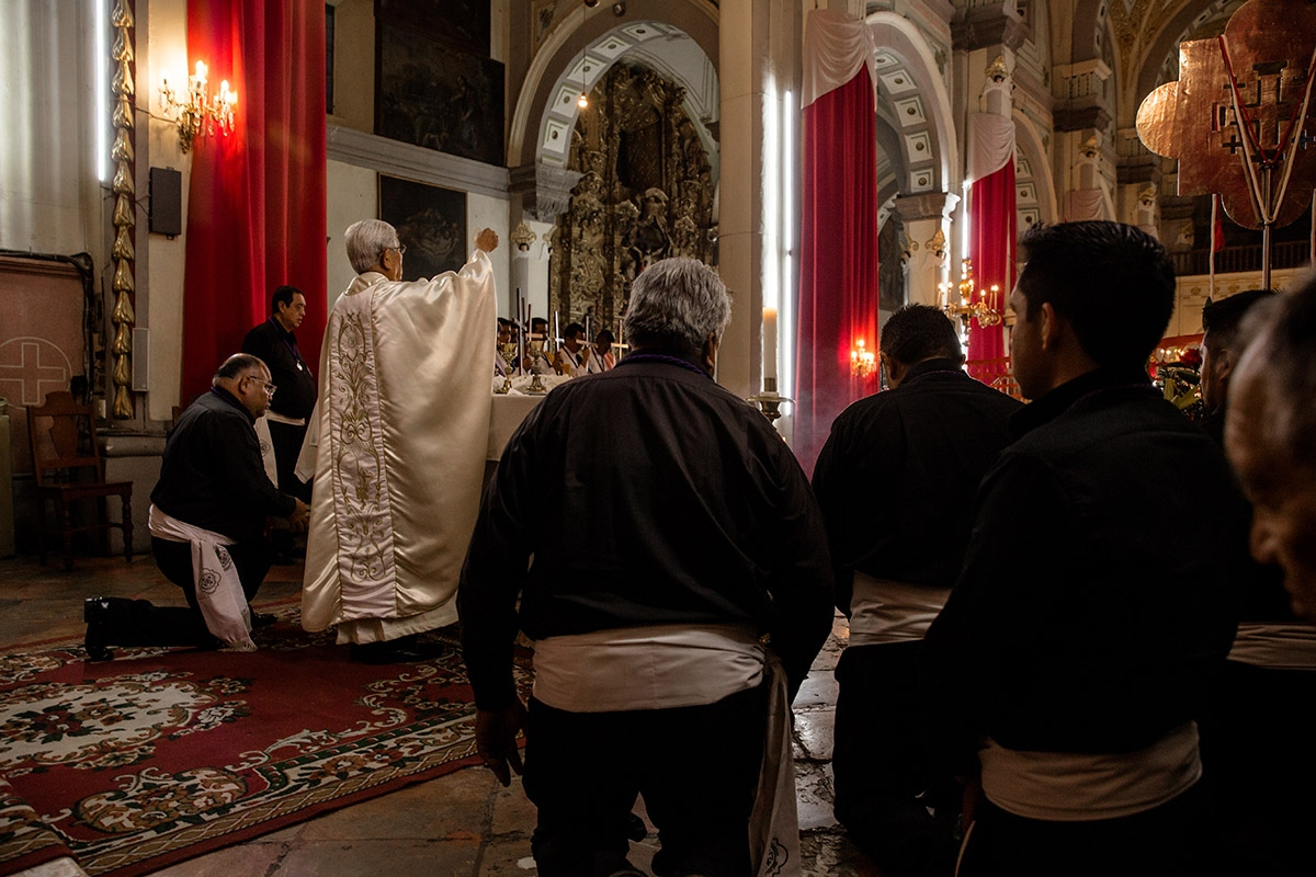 Members of the confraternity participate in mass services on Sundays and during liturgical occasions like Holy Week.