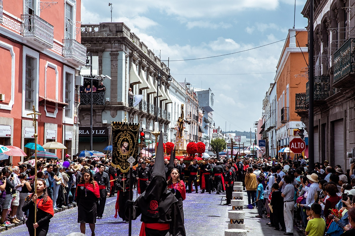 Beginning and ending at the Parroquía de Nuestro Señor San José where the Jesus of Nazareth is on display year-round, members of the Brotherhood circle the historic center of Puebla during the Holy Week procession.