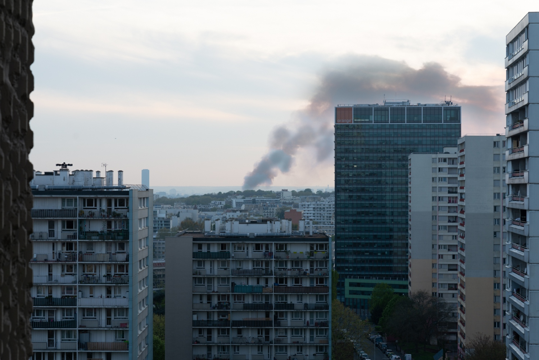 Incendie de Notre Dame de Paris - Avril 2019 - Vue d'une cité de Bagnolet.