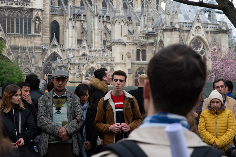 Incendie de Notre Dame de Paris - Avril 2019 - Le lendemain - Des prieurs de rue.