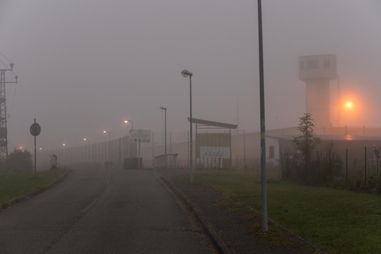 France - Lannemezan Centre pénitentiaire - 2018 La prison de Lannemezan (Hautes Pyrénées, France) dans le brouillard d'un petit matin.