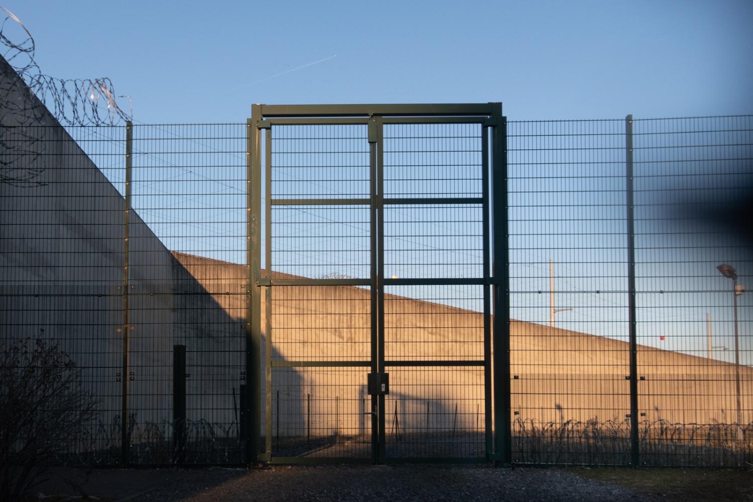 France - Lannemezan - Grille intérieure de la prison - 2019