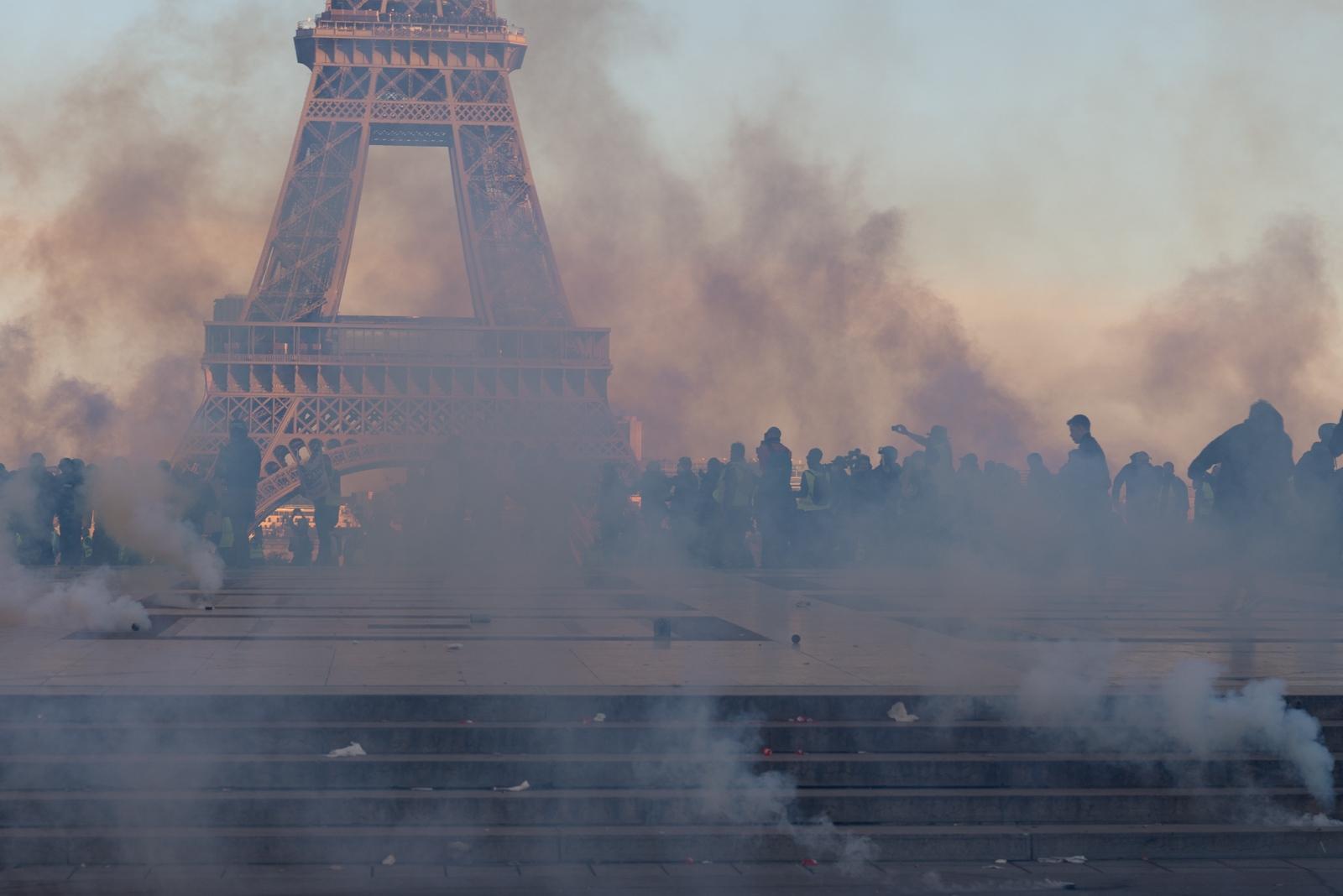 Les forces de l'ordre ont utilisé massivement les grenades à gaz lacrymogène. Certains samedi plus de 10 000 grenades ont été tirées par les policiers et les gendarmes. Paris - Acte XV - Place du Trocadéro le 23 février 2019