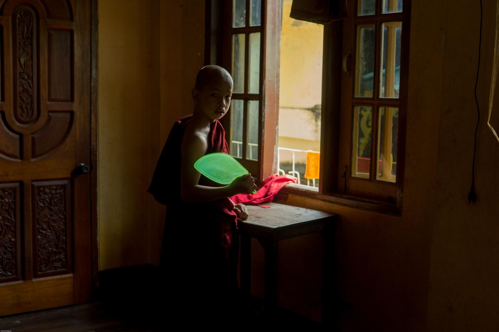 Photography image - Loading KS-Extremist_monks_(13_sur_59).jpg