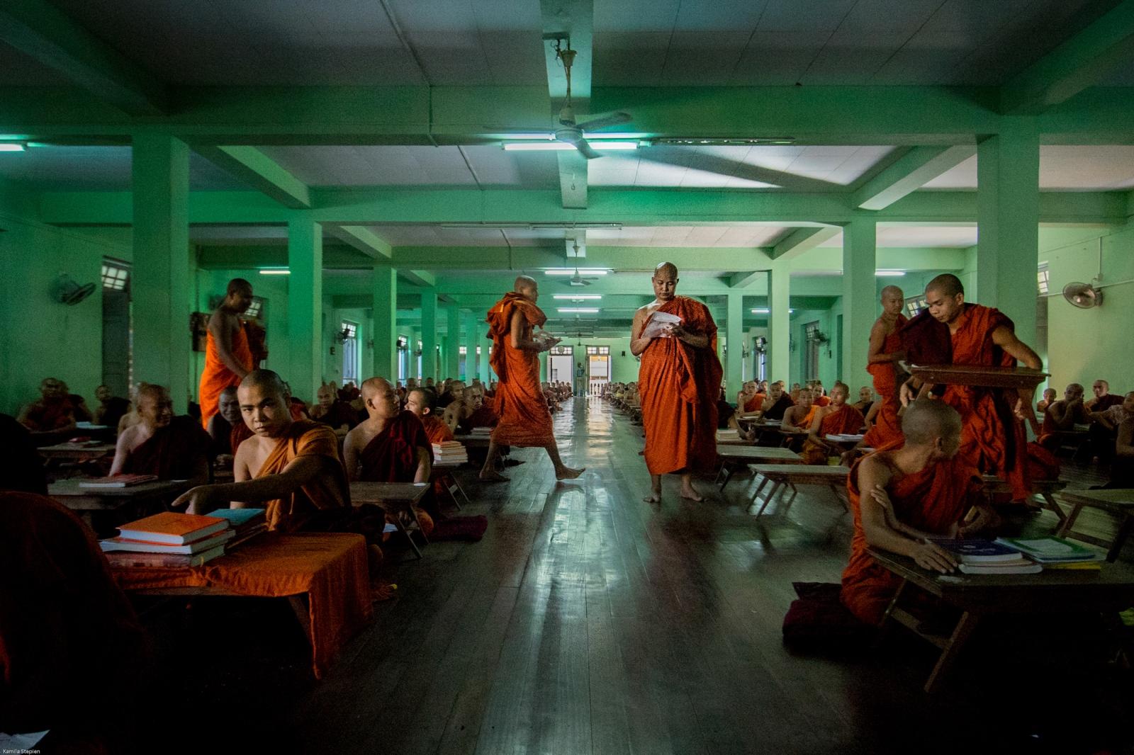 Photography image - Loading KS-Extremist_monks_(38_sur_59).jpg